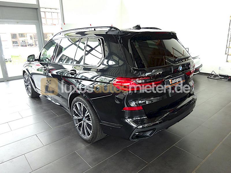 BMW X7 M50d_2