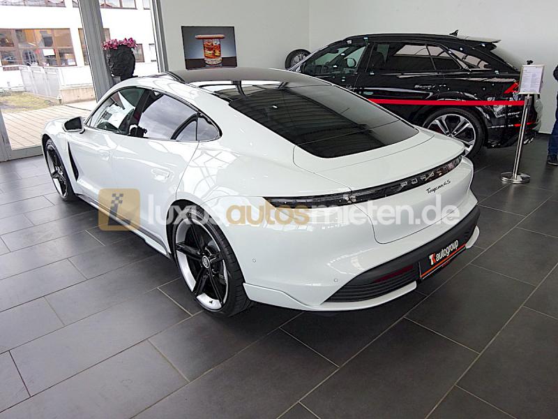 Porsche Taycan 4S_2