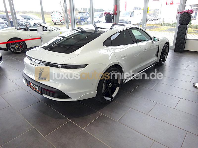 Porsche Taycan 4S_5
