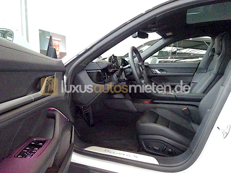 Porsche Taycan 4S_8