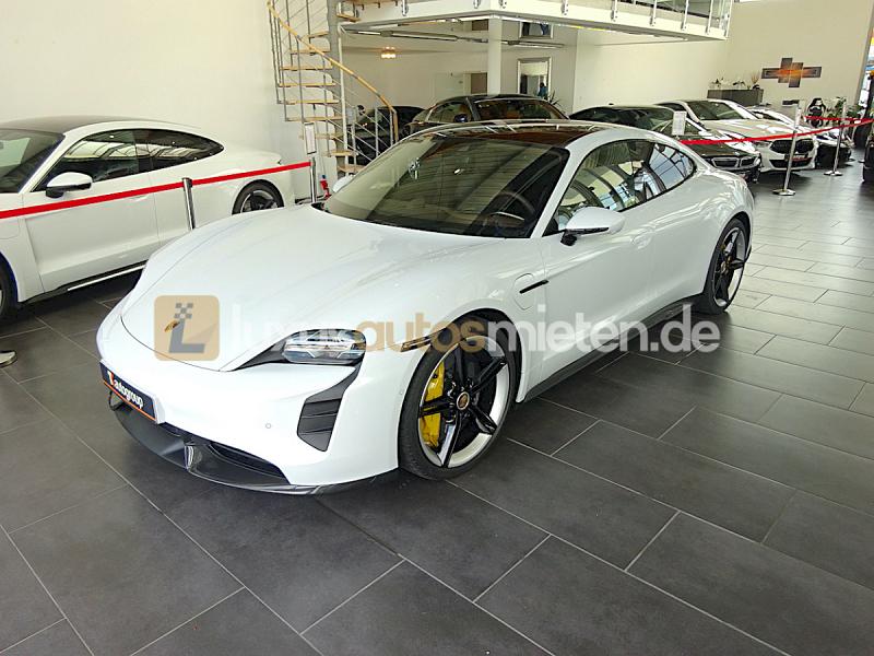 Porsche Taycan Turbo S_0