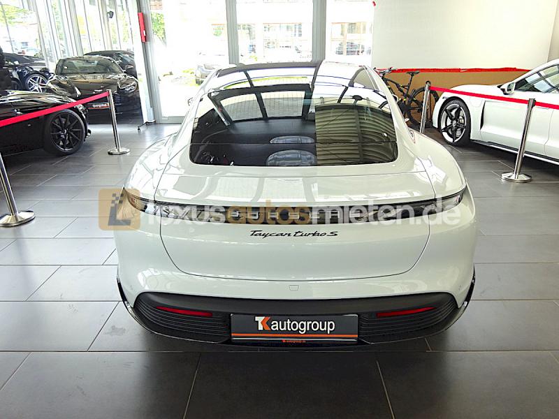 Porsche Taycan Turbo S_3