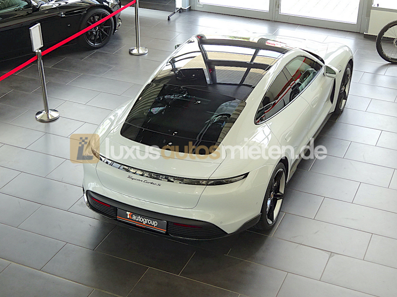 Porsche Taycan Turbo S_4