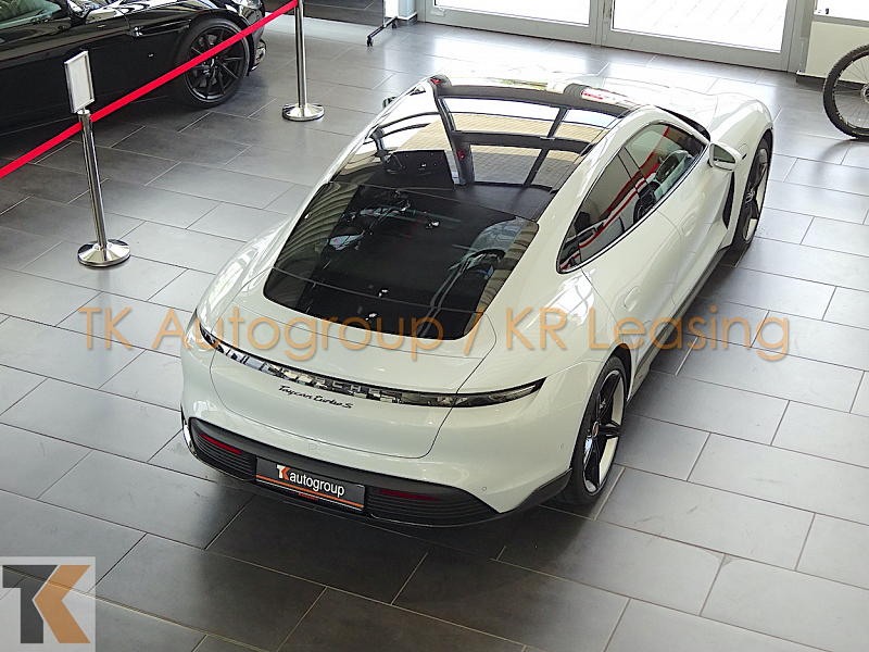 Porsche Taycan Turbo S_5